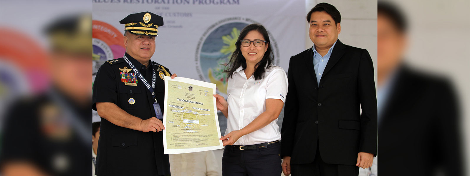 TOP TAXPAYER PTT RECEIVES TAX CREDIT CERTIFICATE FROM BOC